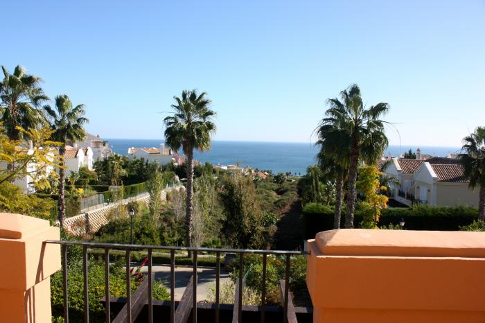 Charming semi-detached house with sea views in Alcaidesa
